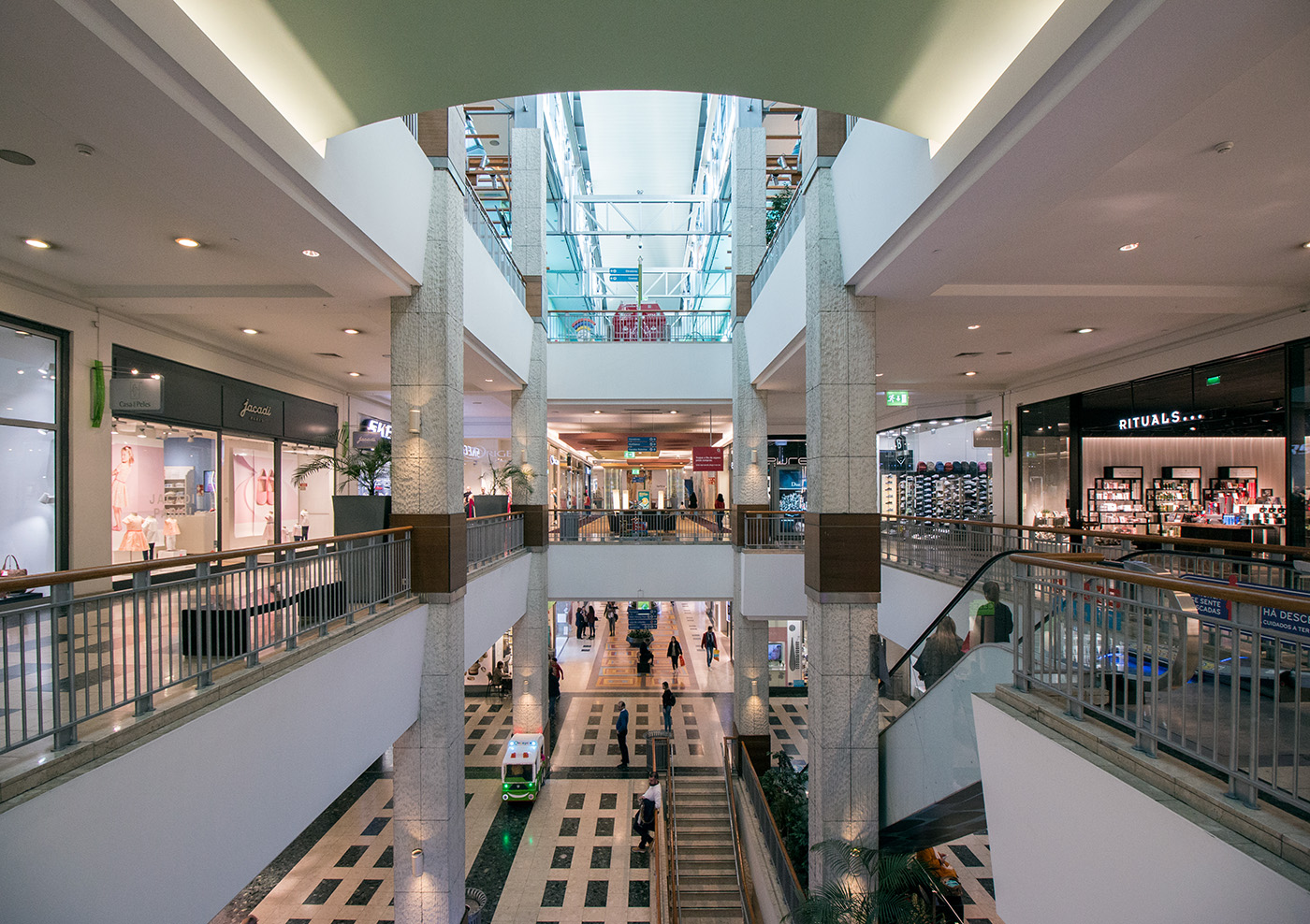 Apel - Arrábida Shopping